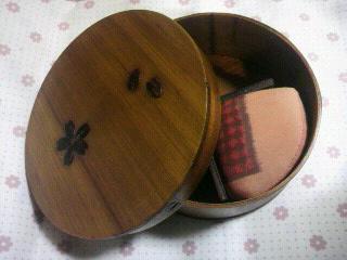 『木曽漆器の裁縫箱』